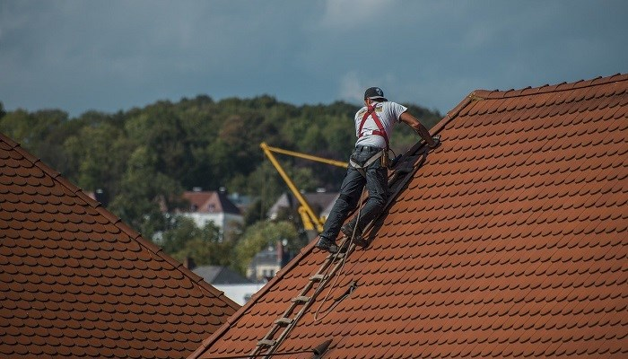 How to maintain your roof and increase its lifespan?